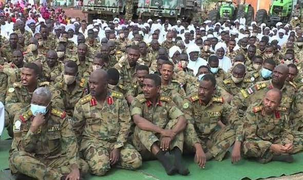 تونس اليوم - مئات السودانيين يعتصمون لليوم الثاني للمطالبة بسلطة عسكرية