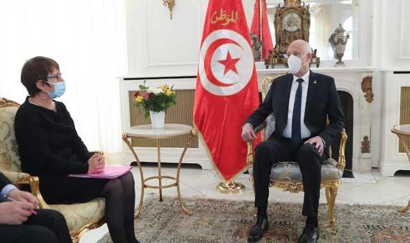 تونس اليوم - الرئيس قيس سعيّد يُقلّد الغرسلاوي الصنف الثالث من وسام الجمهورية